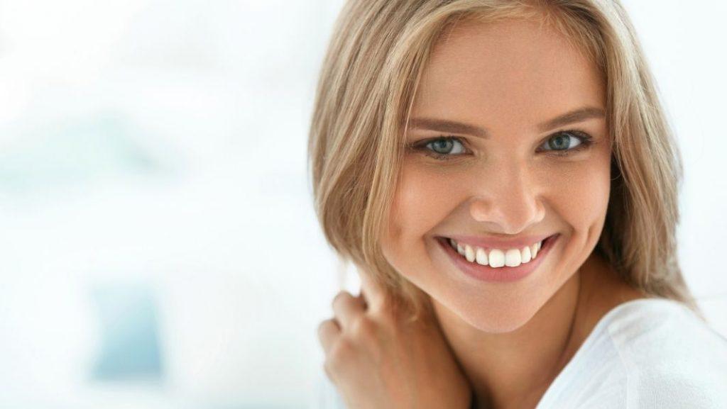 חיוך מושלם אחרי גשר בשיניים