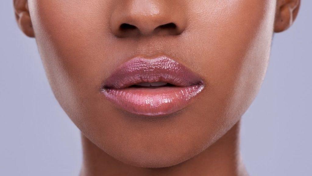 עיבוי שפתיים טבעי